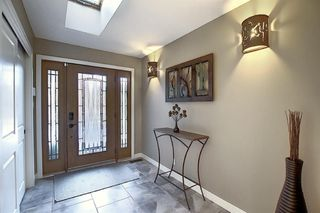Photo 5: 15 Silvergrove Crescent NW in Calgary: Silver Springs Detached for sale : MLS®# A1059145