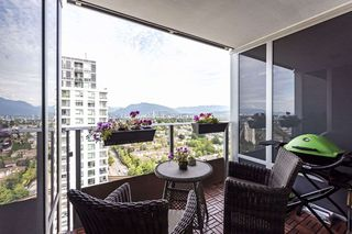 "Photo 8: 2804 5665 BOUNDARY Road in Vancouver: Collingwood VE Condo for sale in ""WALL CENTRE CENTRAL PARK"" (Vancouver East)  : MLS®# R2396994"