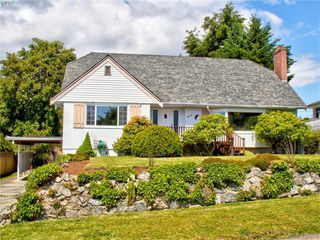 Main Photo: 3016 Henderson Road in VICTORIA: OB Henderson Single Family Detached for sale (Oak Bay)  : MLS®# 426874