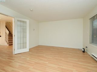 Photo 3: 536 Kenneth Street in VICTORIA: SW Glanford Single Family Detached for sale (Saanich West)  : MLS®# 420291