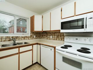 Photo 5: 536 Kenneth Street in VICTORIA: SW Glanford Single Family Detached for sale (Saanich West)  : MLS®# 420291