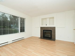 Photo 2: 536 Kenneth Street in VICTORIA: SW Glanford Single Family Detached for sale (Saanich West)  : MLS®# 420291