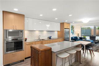 Photo 2: 410 838 Broughton St in Victoria: Vi Downtown Condo Apartment for sale : MLS®# 844093