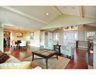 Photo 3: 1342 CAMRIDGE RD in West Vancouver: House for sale : MLS®# V804594