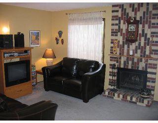 Photo 3: 135 CALLUM Crescent in WINNIPEG: North Kildonan Single Family Attached for sale (North East Winnipeg)  : MLS®# 2709964