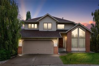Photo 1: 709 EDGEBANK Place NW in Calgary: Edgemont Detached for sale : MLS®# C4259553