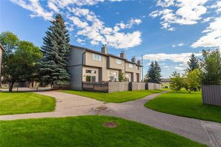Photo 2: 124 GLAMIS Terrace SW in Calgary: Glamorgan Row/Townhouse for sale : MLS®# C4267866