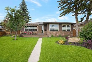 Main Photo: 16 Wakefield Drive SW in Calgary: Westgate Detached for sale : MLS®# A1058301