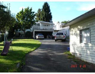 "Photo 2: 8270 ELLIOTT Street in Vancouver: Fraserview VE House for sale in ""FRASERVIEW"" (Vancouver East)  : MLS®# V669977"