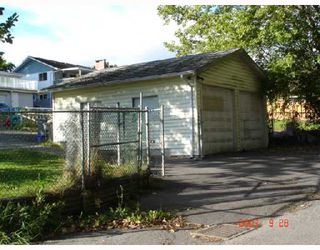 "Photo 3: 8270 ELLIOTT Street in Vancouver: Fraserview VE House for sale in ""FRASERVIEW"" (Vancouver East)  : MLS®# V669977"