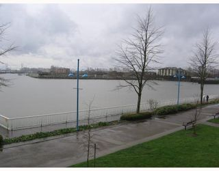"Photo 13: 205 1150 QUAYSIDE Drive in New_Westminster: Quay Condo for sale in ""The Westport"" (New Westminster)  : MLS®# V701557"