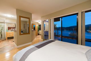 """Photo 2: 2609 PANORAMA Drive in North Vancouver: Deep Cove House for sale in """"Deep Cove"""" : MLS®# R2393630"""
