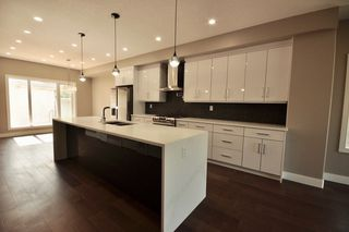 Photo 5: 8753 92A Avenue in Edmonton: Zone 18 House for sale : MLS®# E4203954