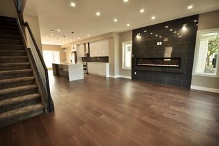 Photo 2: 8753 92A Avenue in Edmonton: Zone 18 House for sale : MLS®# E4203954