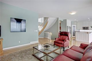 Photo 8: 37 Mt Alberta View SE in Calgary: McKenzie Lake Detached for sale : MLS®# A1043599