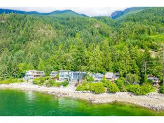 """Photo 2: 51 BRUNSWICK BEACH Road: Lions Bay House for sale in """"Brunswick Beach"""" (West Vancouver)  : MLS®# R2514831"""