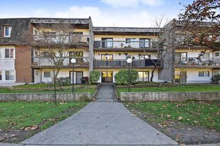 "Photo 1: 311 33870 FERN Street in Abbotsford: Central Abbotsford Condo for sale in ""Fernwood Manor"" : MLS®# R2420512"