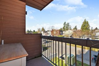 "Photo 11: 311 33870 FERN Street in Abbotsford: Central Abbotsford Condo for sale in ""Fernwood Manor"" : MLS®# R2420512"