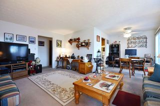 "Photo 3: 311 33870 FERN Street in Abbotsford: Central Abbotsford Condo for sale in ""Fernwood Manor"" : MLS®# R2420512"