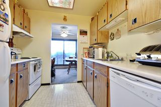 "Photo 6: 311 33870 FERN Street in Abbotsford: Central Abbotsford Condo for sale in ""Fernwood Manor"" : MLS®# R2420512"