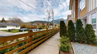 "Photo 18: 50 1188 WILSON Crescent in Squamish: Dentville Townhouse for sale in ""CURRET"" : MLS®# R2451766"