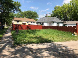 Photo 1: 455 College Avenue in Winnipeg: North End Residential for sale (4A)  : MLS®# 202029018