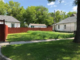 Photo 2: 455 College Avenue in Winnipeg: North End Residential for sale (4A)  : MLS®# 202029018