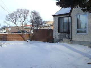 Photo 3: 875 Arlington Street in Winnipeg: West End Residential for sale (5A)  : MLS®# 202100702