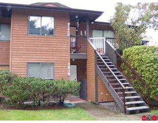 """Photo 1: 1416 10620 150TH Street in Surrey: Guildford Townhouse for sale in """"Lincoln's Gate"""" (North Surrey)  : MLS®# F2725009"""