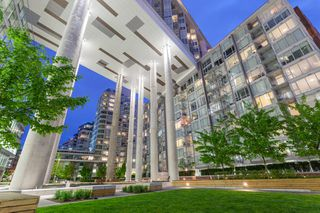 """Photo 2: 1923 1618 QUEBEC Street in Vancouver: Mount Pleasant VE Condo for sale in """"CENTRAL"""" (Vancouver East)  : MLS®# R2418056"""