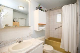 """Photo 9: 219 1840 160 Street in Surrey: King George Corridor Manufactured Home for sale in """"Breakaway Bays"""" (South Surrey White Rock)  : MLS®# R2436590"""