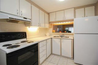 """Photo 6: 219 1840 160 Street in Surrey: King George Corridor Manufactured Home for sale in """"Breakaway Bays"""" (South Surrey White Rock)  : MLS®# R2436590"""