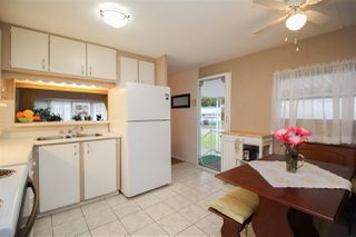 """Photo 7: 219 1840 160 Street in Surrey: King George Corridor Manufactured Home for sale in """"Breakaway Bays"""" (South Surrey White Rock)  : MLS®# R2436590"""