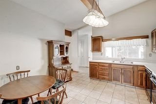 Photo 7: 2740 LIONEL Crescent SW in Calgary: Lakeview Detached for sale : MLS®# C4303561