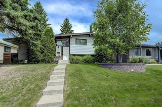 Photo 1: 2740 LIONEL Crescent SW in Calgary: Lakeview Detached for sale : MLS®# C4303561