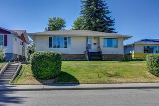 Main Photo: 2427 23 Street NW in Calgary: Banff Trail Detached for sale : MLS®# A1025508