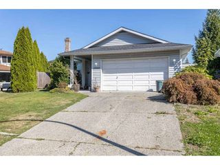 Photo 1: 19980 48A Avenue in Langley: Langley City House for sale : MLS®# R2496266