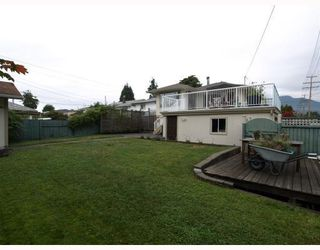 Photo 2: 1253 Sutherland Avenue in North Vancouver: Boulevard House for sale : MLS®# V785862