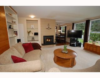 Photo 2: 1315 Arborlynn Drive in North Vancouver: Westlynn House for sale : MLS®# V810109