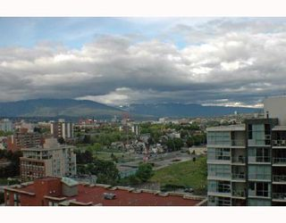 """Photo 10: 1502 1088 QUEBEC Street in Vancouver: Mount Pleasant VE Condo for sale in """"VICEROY"""" (Vancouver East)  : MLS®# V710597"""
