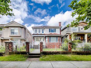Photo 2: 2035 E 48TH Avenue in Vancouver: Killarney VE House for sale (Vancouver East)  : MLS®# R2465858