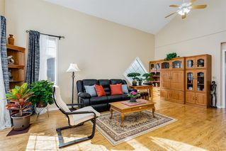 Photo 3: 42 THORNLEIGH Way SE: Airdrie Detached for sale : MLS®# A1018359