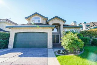 Photo 2: 6055 125A Street in Surrey: Panorama Ridge House for sale : MLS®# R2503823