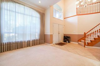 Photo 5: 6055 125A Street in Surrey: Panorama Ridge House for sale : MLS®# R2503823