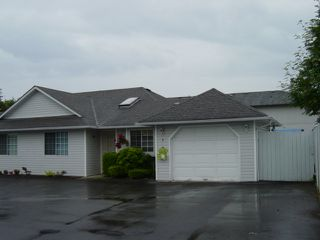 Photo 1: 6 9300 HAZEL ST in Chilliwack: Chilliwack E Young-Yale Townhouse for sale : MLS®# H2602422