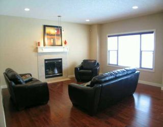 Photo 3: 17 Discovery Ridge View SW in CALGARY: Discovery Ridge Residential Detached Single Family for sale (Calgary)  : MLS®# C3247860