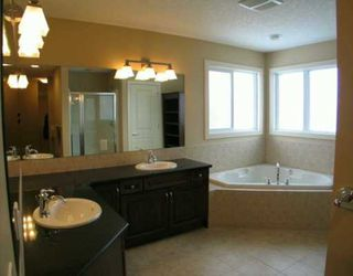 Photo 5: 17 Discovery Ridge View SW in CALGARY: Discovery Ridge Residential Detached Single Family for sale (Calgary)  : MLS®# C3247860