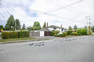 Photo 3: 1553 SUTHERLAND Avenue in North Vancouver: Boulevard House for sale : MLS®# R2497342