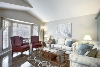 Photo 9: 305 Martinwood Place NE in Calgary: Martindale Detached for sale : MLS®# A1038589