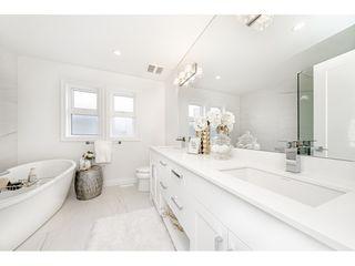 "Photo 13: 16176 87 Avenue in Surrey: Fleetwood Tynehead House 1/2 Duplex for sale in ""FLEETWOOD DUPLEXES"" : MLS®# R2432421"